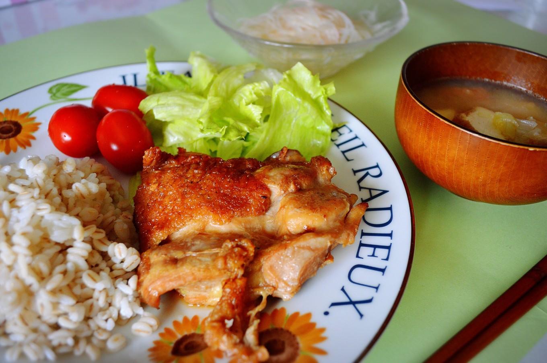 心に働くレシピ─5 眠れないときの「鶏の照り焼き定食」