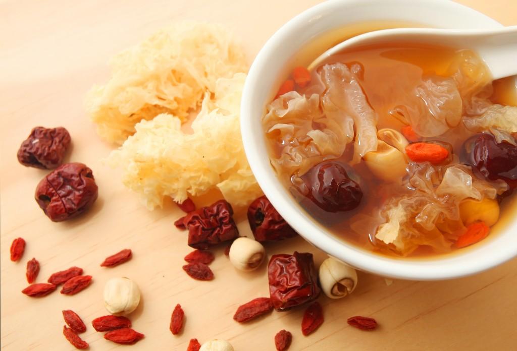 中国の伝統医学と漢方食のスープ