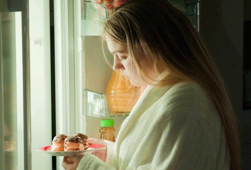 睡眠関連食行動障害